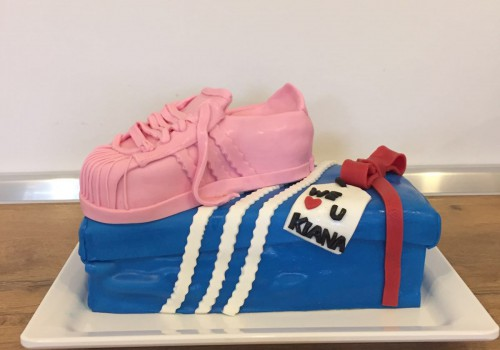 Sneaker Cake with Box ab 130 €